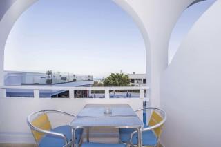 apartment-three-santorini-03