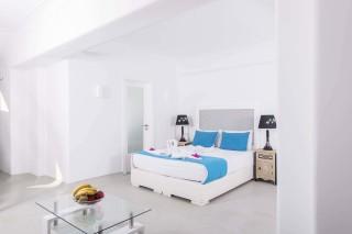 pool-suite-santorini-11