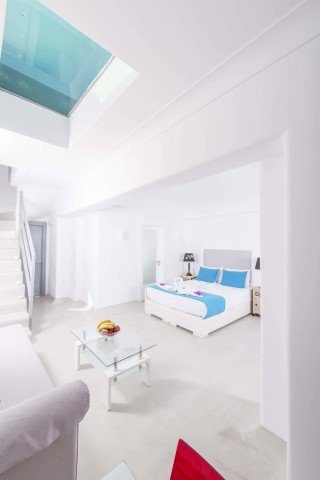 pool-suite-santorini-12