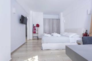 santorini-family-suite-pool-012