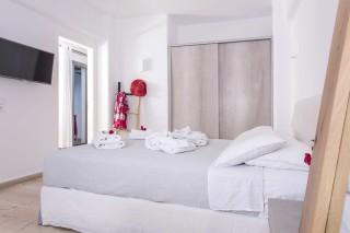 santorini-family-suite-pool-042