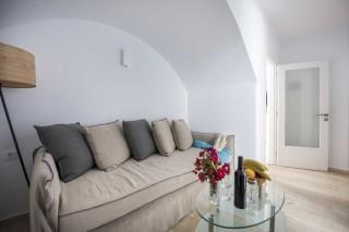 santorini-family-suite-pool-16