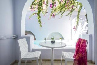 santorini-family-suite-pool-17