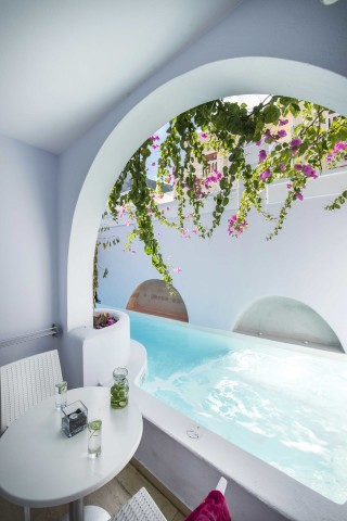 santorini-family-suite-pool-191