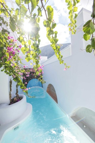 santorini-family-suite-pool-201
