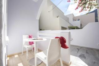 santorini-family-suite-pool-231